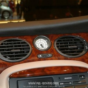 Close up of the Clock in a Rover 75