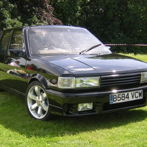 Awesome looking MG Maestro Turbo