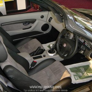 Leather & Alcantara / Smokestone seats